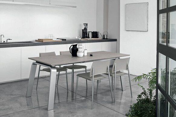 DEIMOS 130 cm Extendable Table With Silver Aluminum Structure Beaver Synchro Texture Wood Effect Laminate Top